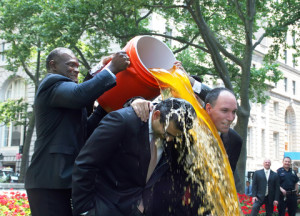 http://www.dreamstime.com/stock-images-harry-carson-gives-gatorade-shower-image23334204